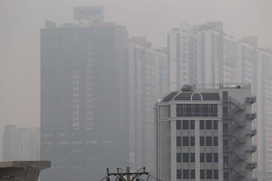 Những tòa cao ốc chìm trong sương mù