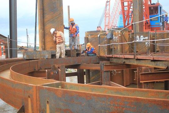 Các cống ngăn triều của dự án chống ngập gần 10.000 tỉ đồng đang được triển khai đồng loạt