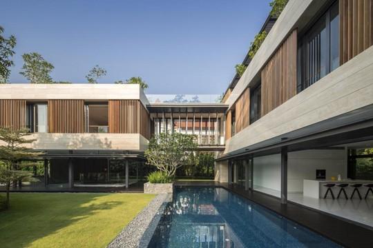 Khuôn viên rộng rãi, xanh mát mang lại cảm giác thư thái, bình yên cho ngôi nhà