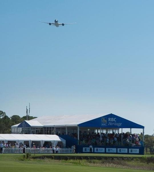 Ngày 19-4, lần đầu tiên máy bay của Vietnam Airlines - Boeing 787-9 đã có màn trình diễn gây ấn tượng với các golf thủ tại giải PGA Tour tại Hilton Head Island, bang Georgia (Mỹ)