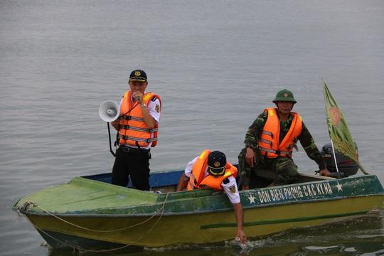 Nhận được tin báo, lực lượng BĐBP, Cảng vụ Hàng hải triển khai lực lượng bảo vệ trên vũng An Hòa kịp thời thông báo và ngăn cản không cho tàu thuyền vào khu vực xảy ra sự cố, đồng thời báo cho Sở TNMT tỉnh Quảng Nam về sự cố tràn dầu xảy ra tại khu vực cảng