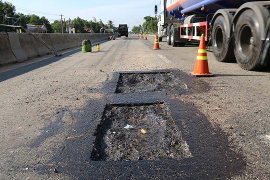 Quốc lộ 1 ngàn tỉ mới khánh thành hơn năm nhưng lại phải chăng dây sửa như một công trường