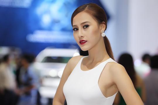 Dàn mẫu Việt nóng bỏng tại Motorshow 2016