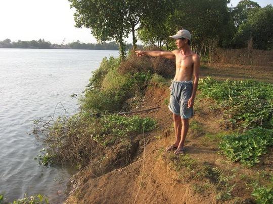 """Người dân TP Biên Hòa bức xúc vì bờ sông sạt lở do """"cát tặc"""" gây ra"""