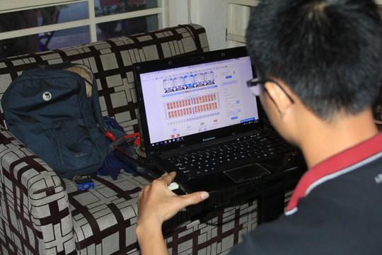 Nhiều người đặt mua vé tàu Tết qua mạng không thành công dù trên hệ thống hiển thị còn chỗ trống Ảnh: GIA MINH