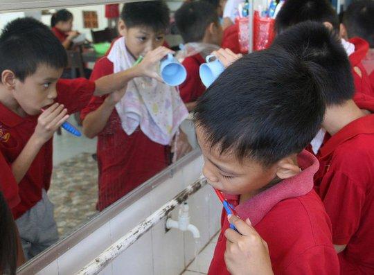 Sau thời gian được chăm sóc tại Trung tâm Nuôi dạy trẻ khuyết tật Điện Bàn, nhiều trẻ đã có thể tự vệ sinh cá nhân