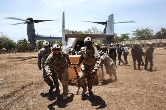 Quân đội Mỹ vận chuyển các lô hàng ở Philippines. Ảnh: GMA