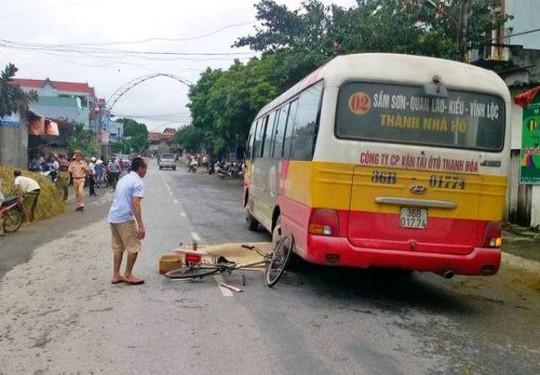 Hiện trường người đàn ông bị xe buýt cán chết