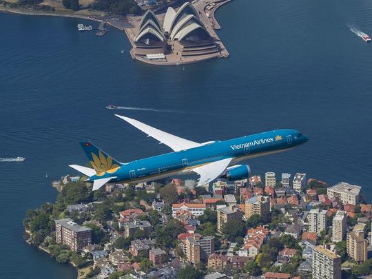 Máy bay Boeing 787 của Vietnam Airlines trình diễn cất cánh thẳng đứng