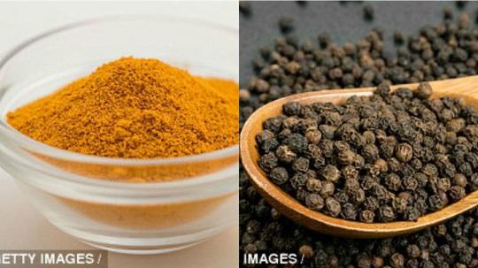 Nghệ và tiêu đen có tác dụng lớn trong việc kháng viêm, chống khối u trong cơ thể. (Ảnh: getty images)