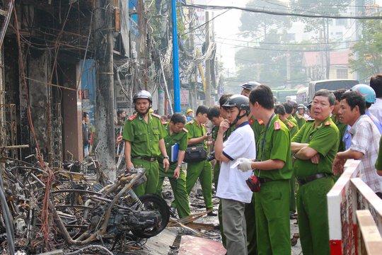 Lực lượng công an bảo vệ hiện trường trong một vụ việc xảy ra tại TP HCM Ảnh: HOÀNG TRIỀU