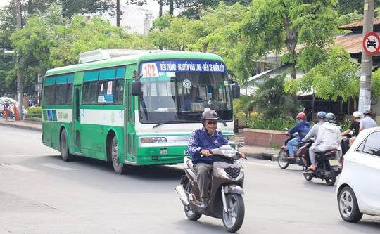 """Các chủ xe buýt tuyến 102 vẫn chưa nhận được tiền trợ giá mà Công ty """"ăn chặn"""""""
