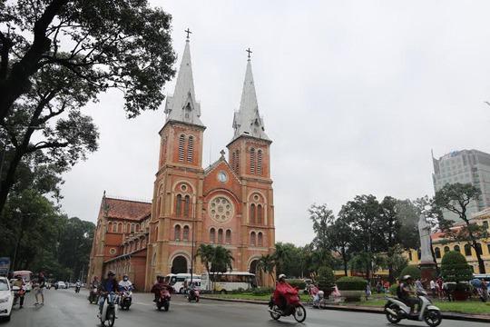 Nhà thờ Đức Bà (quận 1, TP HCM) hiện đang xuống cấp nghiêm trọng