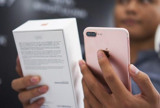 Giá bán iPhone 7, 7 Plus tại Việt Nam hiện khá loạn. Trong tuần này, có thể giá máy sẽ ổn định hơn. Ảnh: Thành Duy.