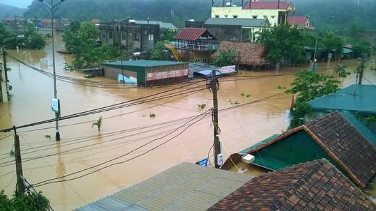 Nước vẫn còn ngập ở Quảng Bình (ảnh Minh Tuấn)