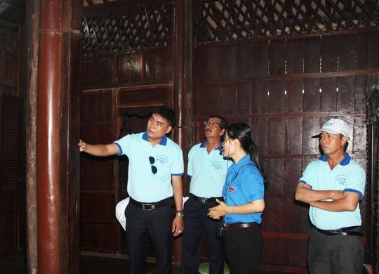Cán bộ Công đoàn và các kỹ sư, công nhân tham quan Khu Lưu niệm Chủ tịch Tôn Đức Thắng