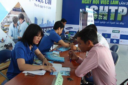 Người lao động tìm việc làm tại Ngày hội Việc làm Khu Công nghệ cao TP HCM