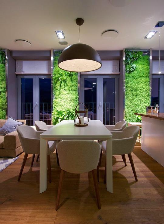 Để duy trì được vẻ đẹp ban đầu của tường xanh thì việc kiểm tra định kỳ rất quan trọng. Chủ nhà cần phải thường xuyên cắt tỉa, nhặt lá vàng, bổ sung chất dinh dưỡng...