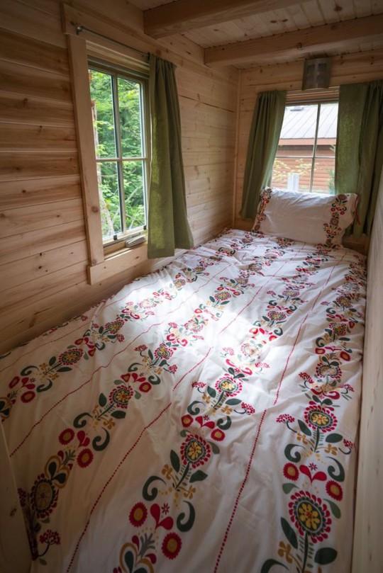 Một góc nghỉ ngơi nhỏ cạnh nhà tắm với view nhìn ra ngoài cực đẹp