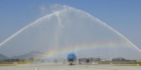 Chỉ sau hơn 1 năm, Hãng hàng không quốc gia đã đón nhận chiếc máy bay Boeing 787-9 Dreamliner thứ 10 tại sân bay quốc tế Nội Bài, trong tổng số 19 tàu bay hiện đại thế hệ mới
