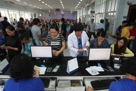 Một số hành khách cho biết một số tuyến về miền Trung như Quy Nhơn, Quảng Ngãi, Đà Nẵng…đã không còn vé trong ngày cao điểm.