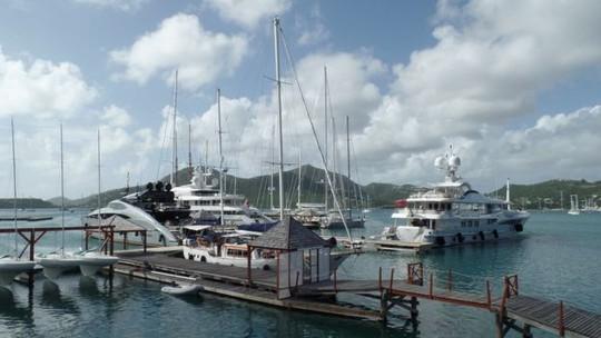 Một trong những du thuyền lớn nhất, sang trọng nhất neo đậu ở đảo Antigua, Caribe. Ảnh: BBC