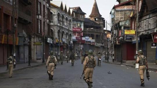 An ninh được siết chặt tại Thung lũng Kashmir. Ảnh: AP