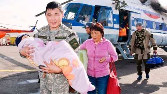 Bé 3 tuổi sống sót thần kì sau 3 ngày trong rừng. Ảnh: Tuva emergency services