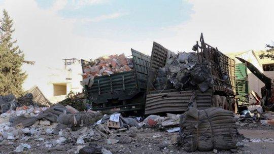 20 người thiệt mạng và 18 chiếc xe bị phá hủy trong cuộc tấn công vào ngày 19-9. Ảnh: AP