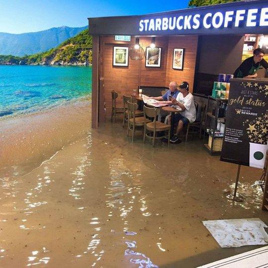 Phiên bản quán cafe trên bãi biển. Ảnh: Facebook