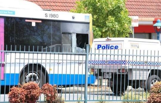 Tài xế xe buýt bị thiêu sống trên xe. Ảnh: ABC