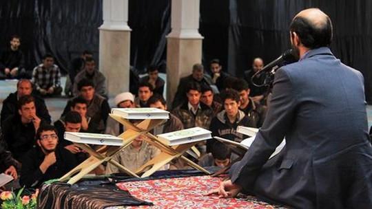 Ông Tousi là một trong những người ngâm kinh Koran nổi tiếng nhất Iran. Ảnh: IQNA