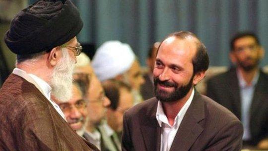 Ông Saeed Tousi (phải) và lãnh tụ tối cao Ayatollah Ali Khamenei. Ảnh: BBC