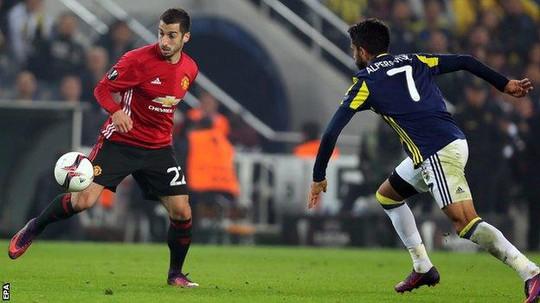 Mkhitaryan trở lại nhưng chỉ ra sân từ băng ghế dự bị