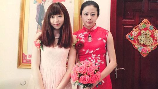 Cô Yi trở thành phù dâu trong đám cưới của cô Ou. Ảnh: Ou Xiaobai