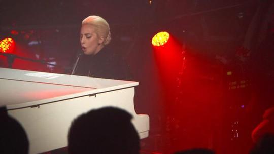 Lady Gaga nặng lòng với cộng đồng người đồng giới