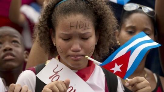 Người dân Cuba đau buồn trước sự ra đi của lãnh tụ Fidel. Ảnh: AP