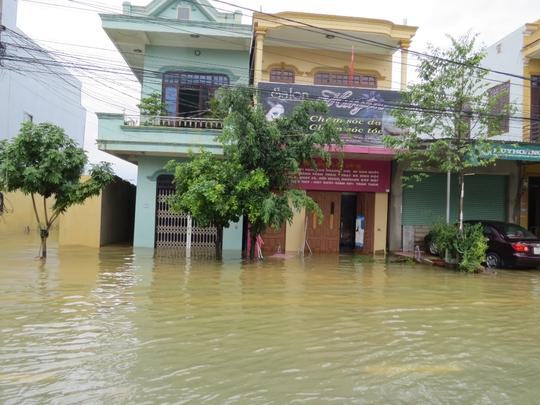 Nước còn ngập ở TP Đồng Hới
