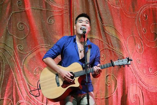 Tạ Quang Thắng gợi nhớ không khí du ca Với Thành phố trẻ, Ngẫu hứng phố trước khi tấm màn nhung sân khấu mở ra