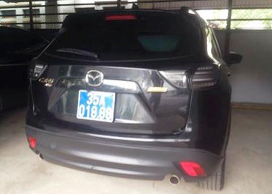 Chiếc xe Mazda CX5-AT được Công ty Hạ Long tặng cho Huyện ủy Nho Quan và đã được đơn vị này tiếp nhận chuyển quyền sở hữu nhà nước tháng 1-2016