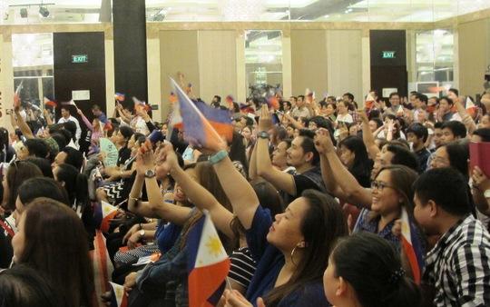 Người dân hào hứng với buổi gặp mặt