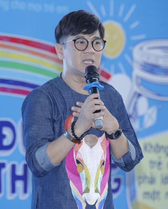 NSƯT Thành Lộc trong chương trình ra mắt dự án Lọ đựng tình thương