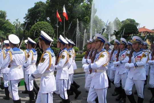 Đội tiêu binh tiến vào Phủ Chủ tịch chuẩn bị cho Lễ đón Tổng thống