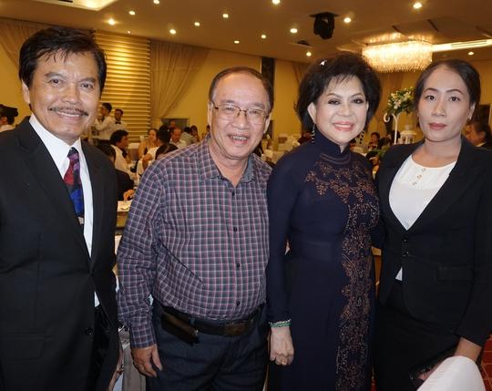 Vợ chồng ca sĩ Giao Linh và vợ chồng nhạc sĩ Hàn Châu