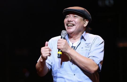 Nhạc sĩ Trần Tiến chia sẻ với khán giả, cũng là tự sự về cuộc đời mình trên sân khấu tối 30-9