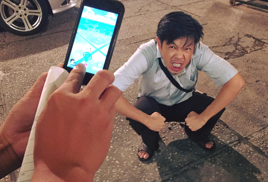 phút ngẫu hứng của NS Thái Hòa ở trường quay