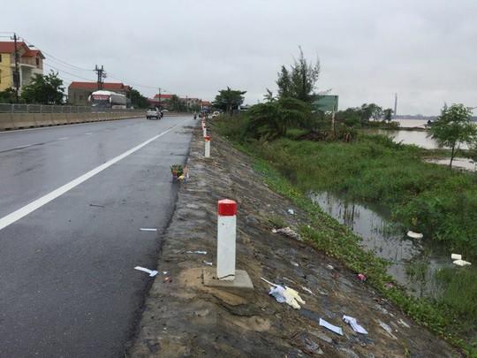 Mương nước cạnh Quốc lộ 1A, nơi phát hiện thi thể hai thanh niên