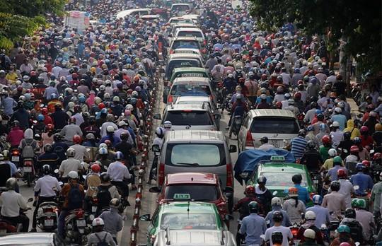 Cảnh kẹt xe kinh hoàng trên đường Phan Văn Trị (quận Gò Vấp) ngày 8-9 do ảnh hưởng bởi lô cốt ở ngã sáu Gò Vấp