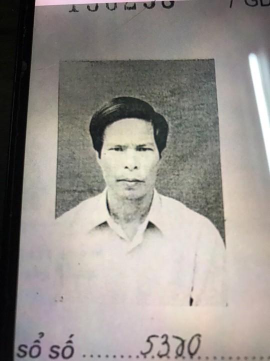 Ảnh trong hồ sơ Đảng viên của ông Cao Xuân Sơn (ảnh chụp tư liệu)