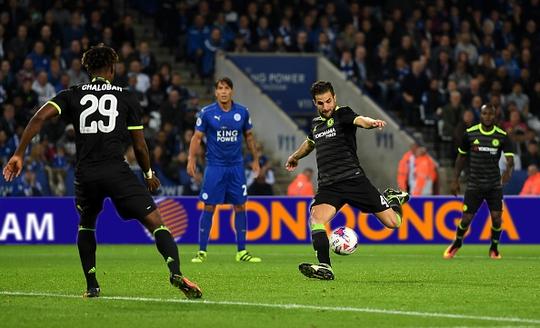 Fabregas với cú sút ấn định chiến thắng 4-2 cho Chelsea
